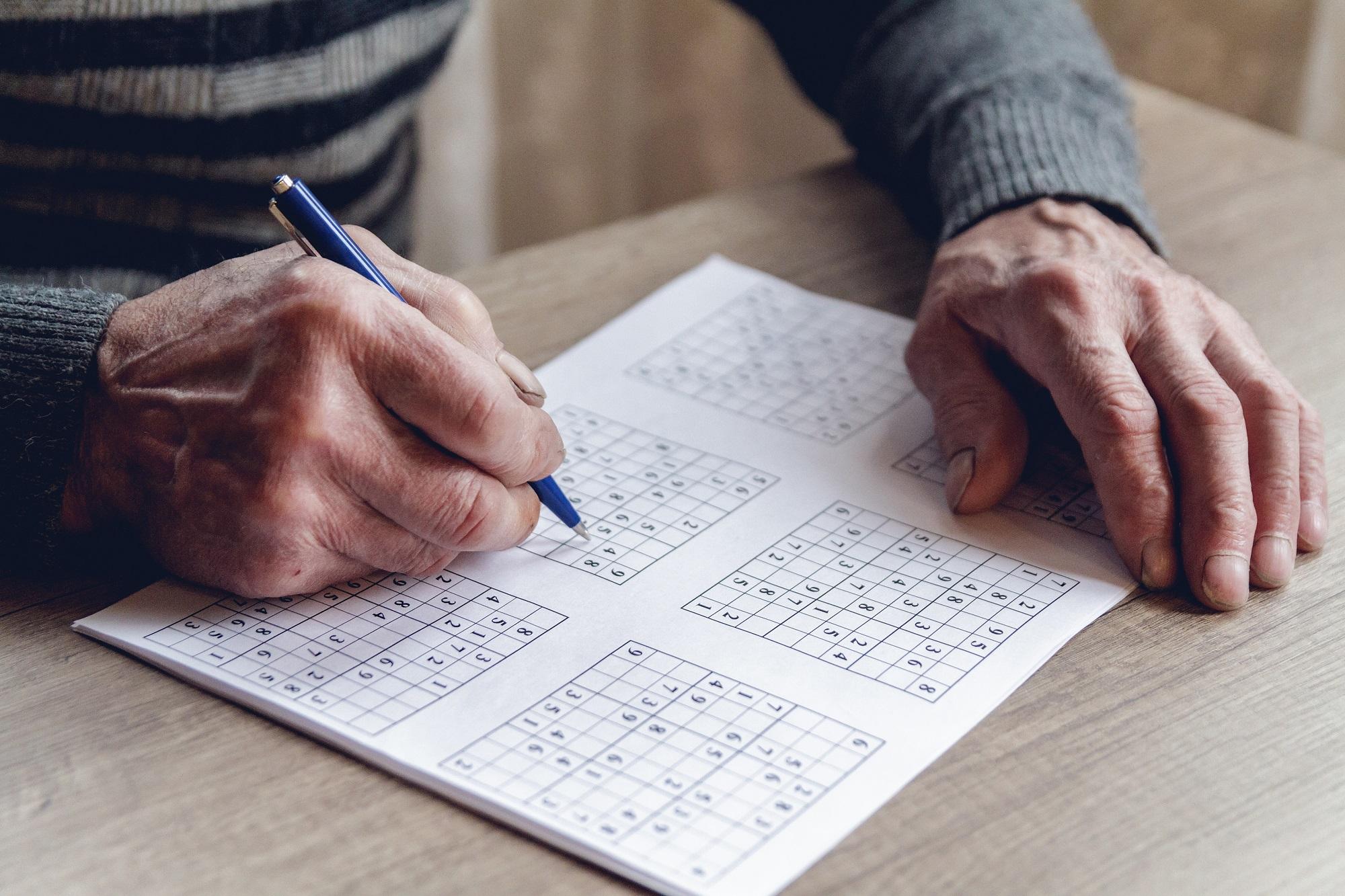 Des jeux pour stimuler la mémoire des personnes âgées