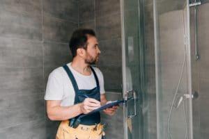 installation d'une douche sécurisée pour seniors