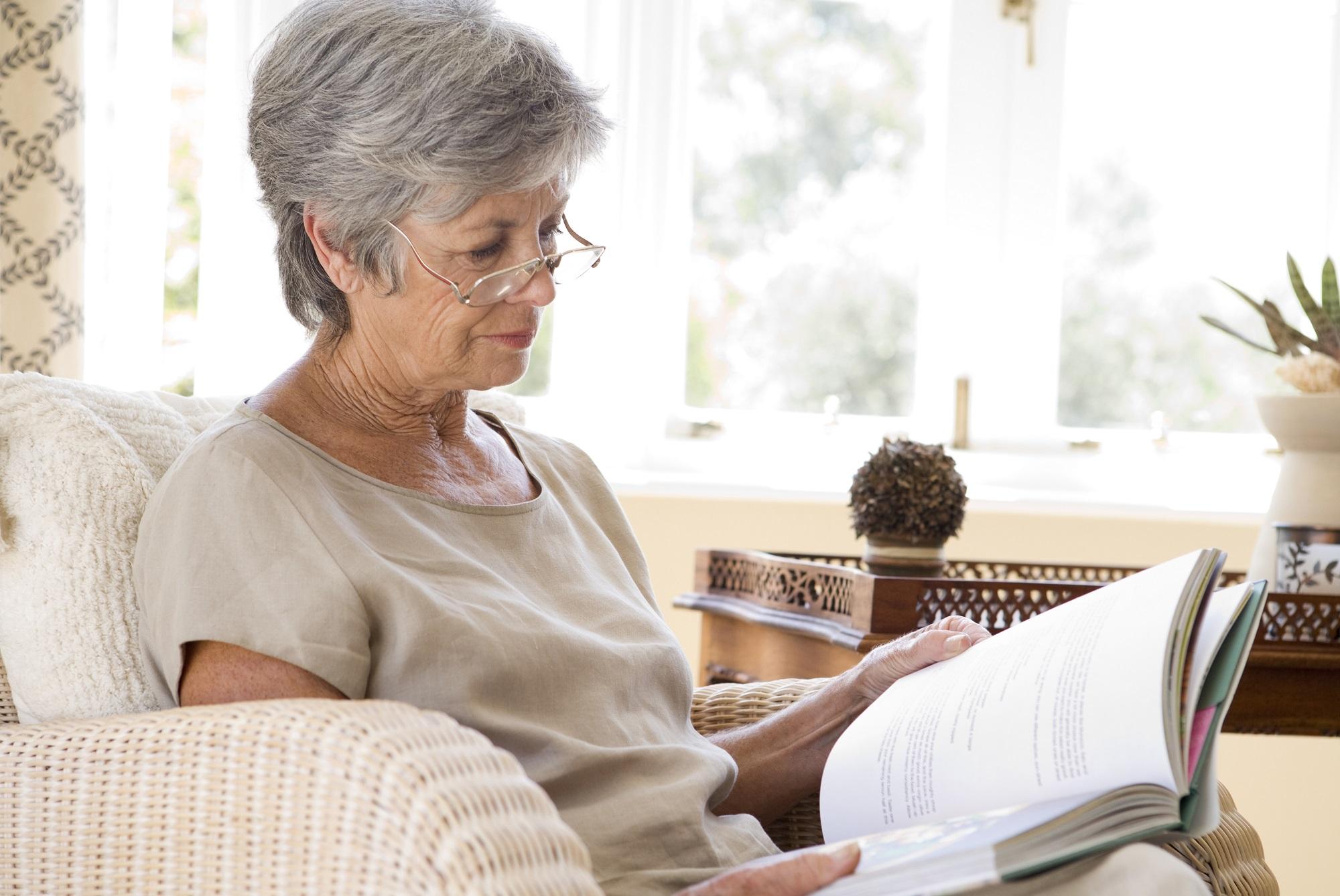 Les bienfaits de la lecture chez les personnes âgées